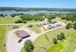 Peaceful lakeside property