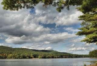 Moncove Lake