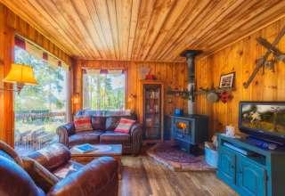 Buckeye's Cozy Romantic Cabin