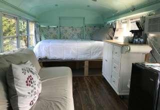 Backyard Bus - Unique Glamping