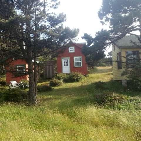 Windy Hollow Farmstay Red Cabin