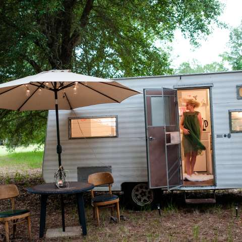 GLAMPING IN VINTAGE TRAILER
