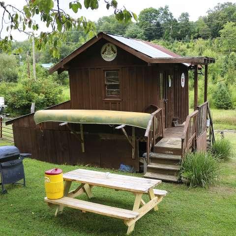 """Mountain """"Glamping"""" Cabin"""