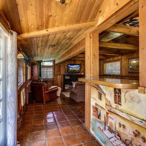 HUGE Ranch House near Griffith