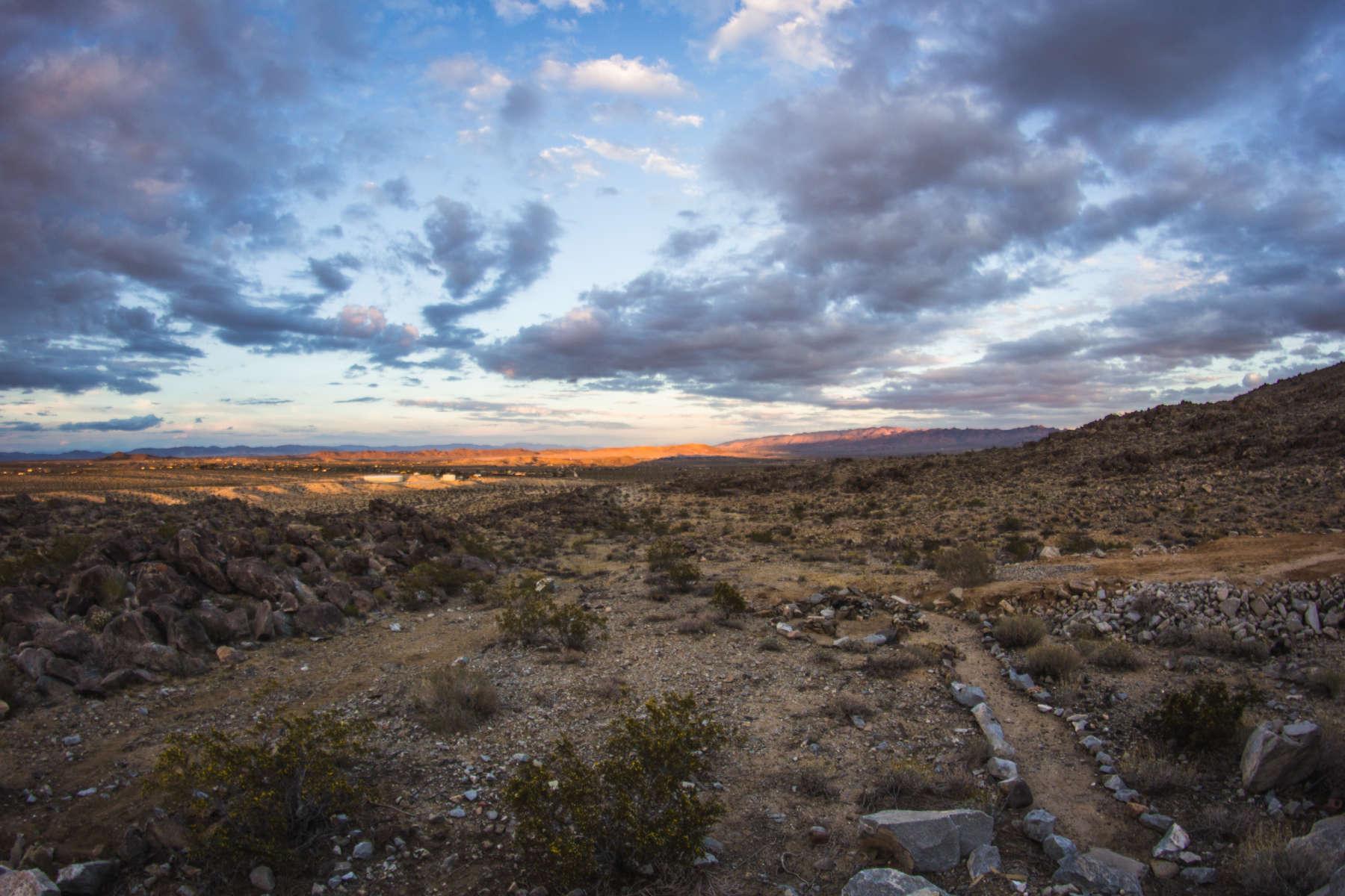 Desert mountain majesty sky camp joshua tree ca 183 for Mountain majesty
