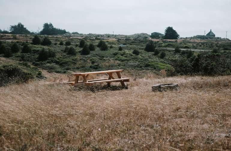 picnic table amenity
