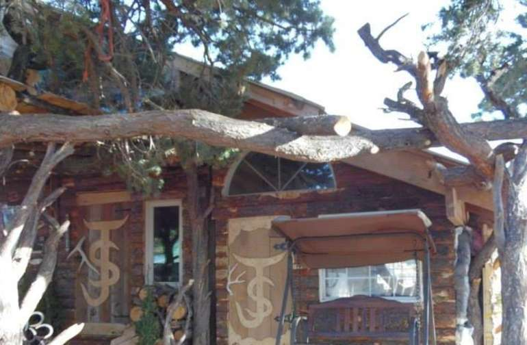 Charming Rustic Cabin!