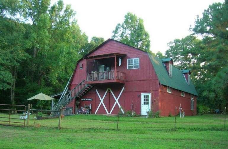 Studio-in-the-Barn Apt w Patio