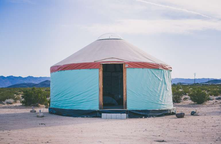A beautiful yurt with amazing colors for aesthetic pictures!