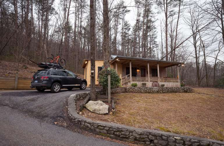 Outside view of the cabin and parking area.
