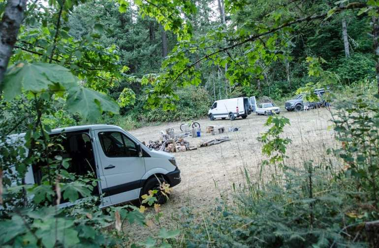 Two Mercedes Sprinters and few tents are no problem for the Hot Springs Meadow.