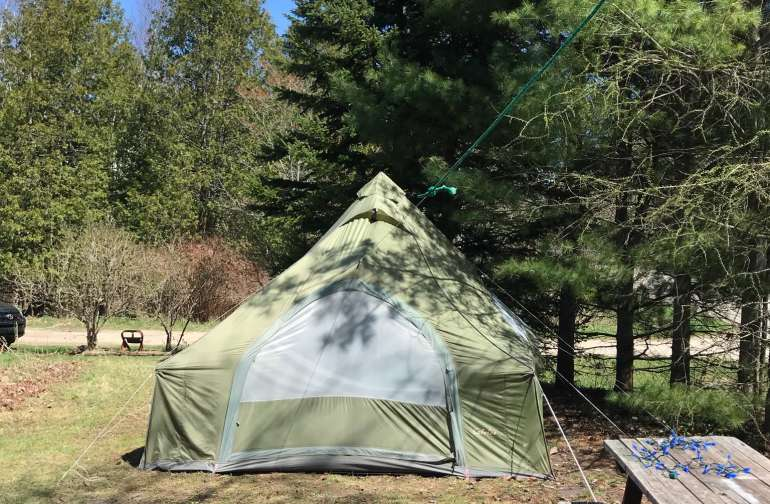 Luxurious Tent on Edge of Wildernes