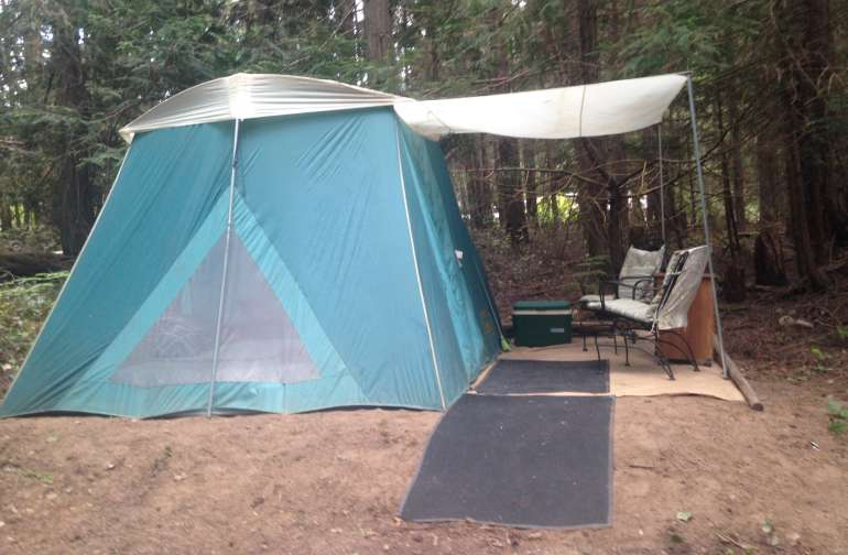 No-Fuss Glamping! Just bring your clothes, food and personal care items and relax in the forest.