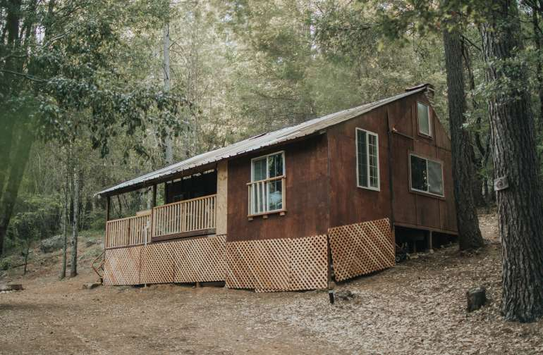 The most beautiful little cabin in the forest, yet so close to so many awesome sights!