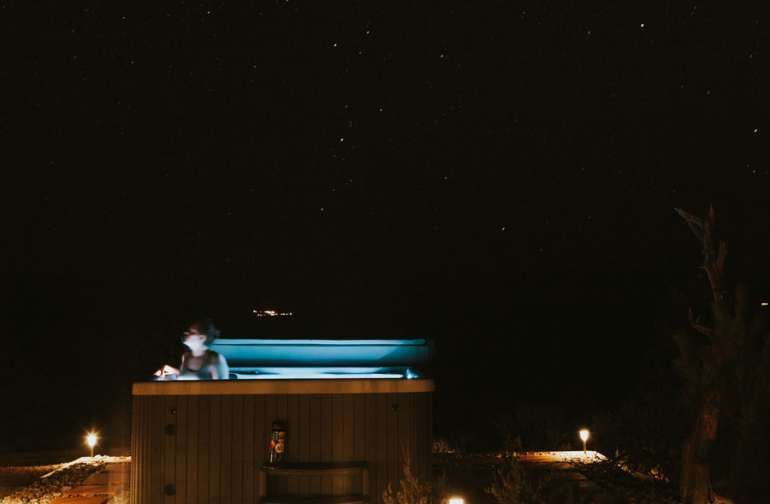 Jacuzzi + stars at night