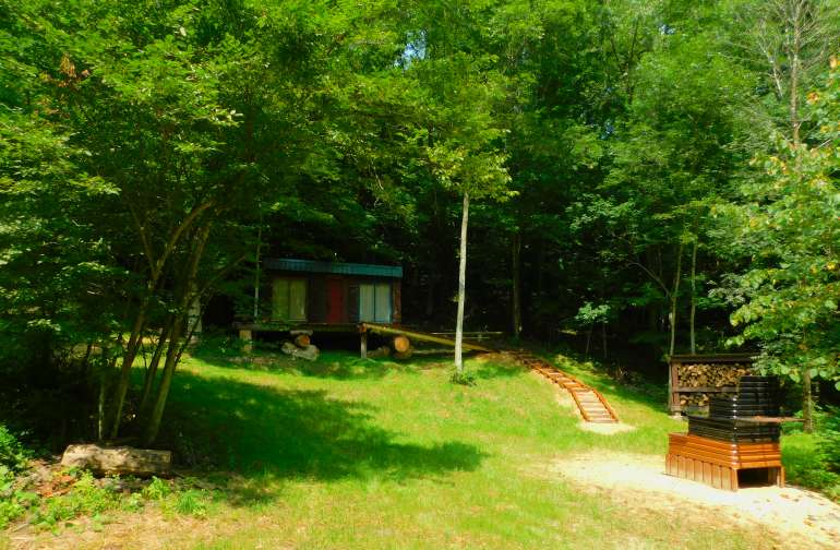 Rock Bottom Cabin located in a secluded hardwood forest