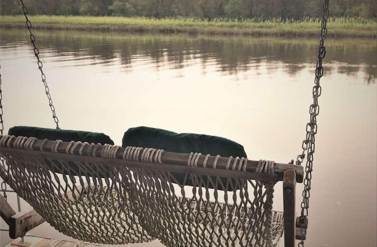 Dock swing