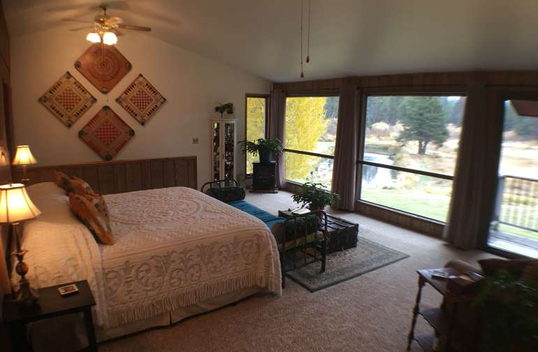 Amazing views and a king bed with views of the stars