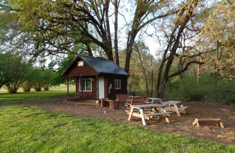 Away from the main RV campground you'll find a single, super well built cozy cabin. Warm, secure and nestled under the the ancient oaks and maples, you'll love the location and closeness to the river.