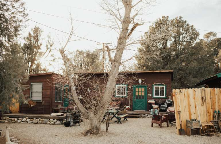 cabin picnic table lodging