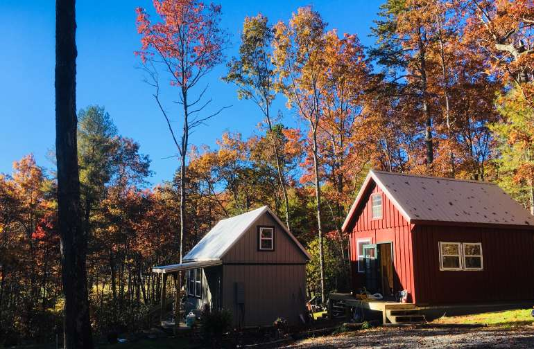 Come to Cedar Mountain for an off-grid, tiny house, unplugged, surrounded by N