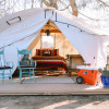 Twisselman's Glamping by the Pond