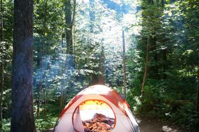 This campground can get pretty crowded in the Summer, but two really good things about this place is it's close to a huge beautiful lake and you are super close to all kinds of hikes.