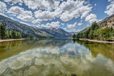 Both Lower and upper Twin Lakes offer nice views and reflections on a calm day.