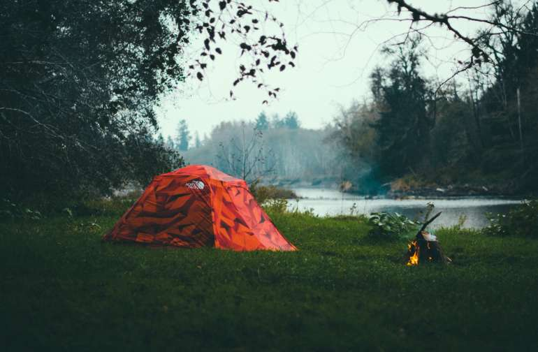 This campsite sits right on the bank of the Bogachiel River. You can pitch a tent just about anywhere on this clearing and get a great view of the river.