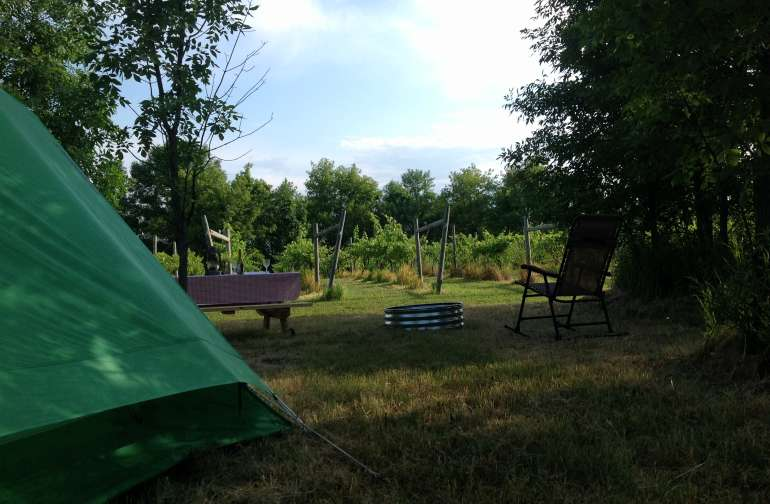 Enjoy dinner by the vineyard and the quiet of the country