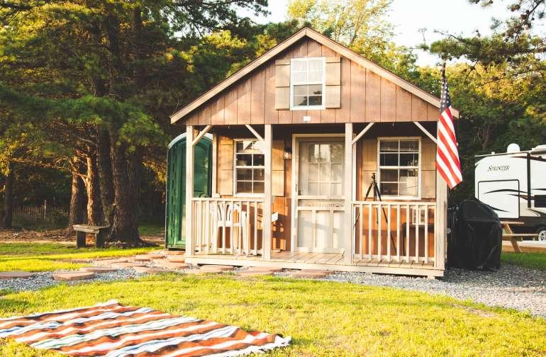 cabin lodging instagram