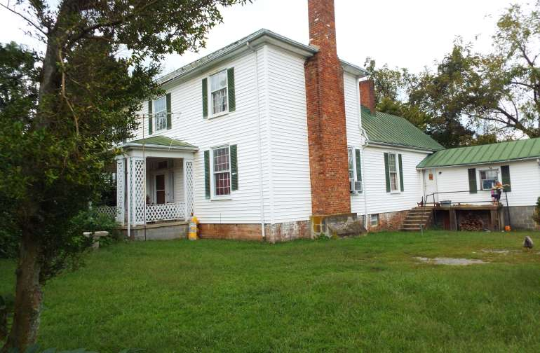 Traynham House, built 1839,  2 bdrm., 1 bath situated on 300+ acres on Sweetwater farms, accomodates visitors