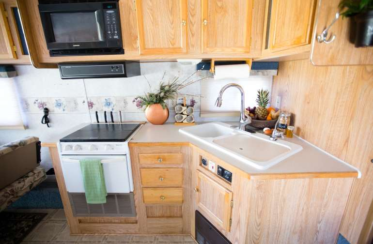 Fully stocked kitchen with fridge, freezer, stove and oven. Sink with purified tap water and complimentary continental breakfast!
