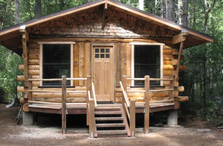 Geronimo handcrafted log Cabin