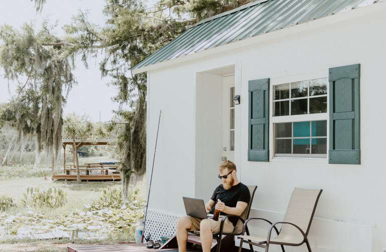 This little porch is perfect for some computer work and a drink in your hand.