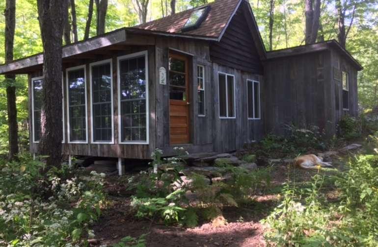 Quaint Lakeside Cabin