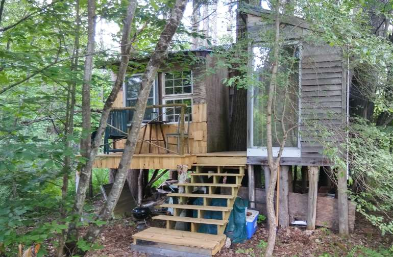 The Treehouse with its new deck and steps.