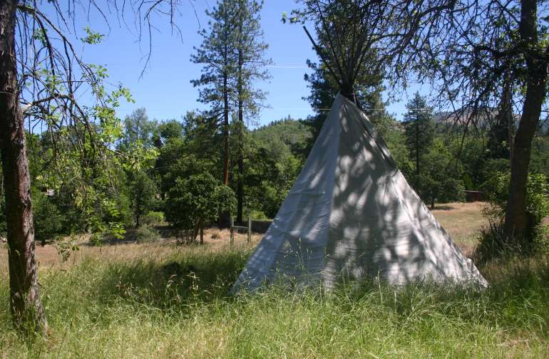 Tipi available in a quiet, peaceful spot. You'll sleep like a baby lulled by the sound of the river!