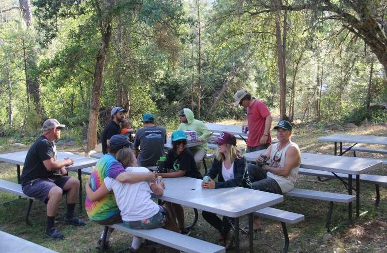 AC Raft California Camp Camping - Picnic table raft
