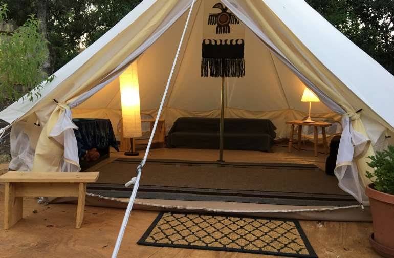 Glamping in the oaks Horseshoe Farm