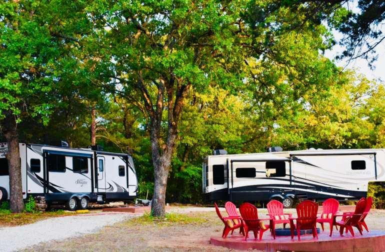 The Oaks trailer (L) is also available on Hipcamp