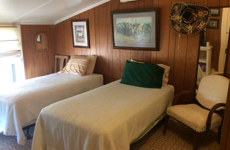 The guest room awaits you!