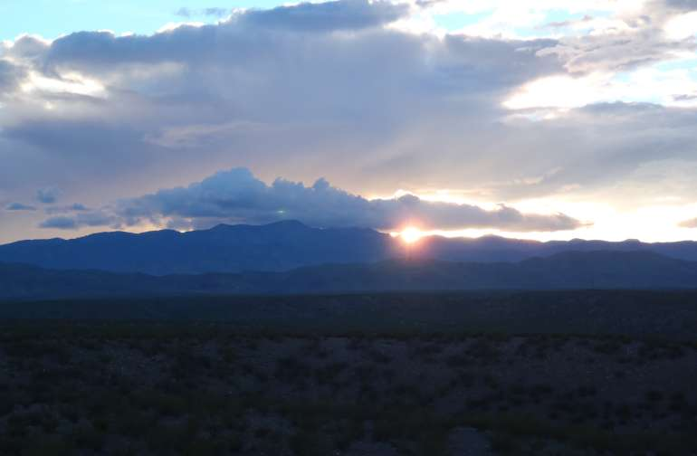 The vistas from the camping locations are breathtaking, with sunsets and sunrises of great beauty.
