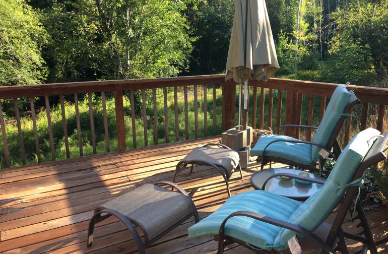 Outdoor deck to stargaze from