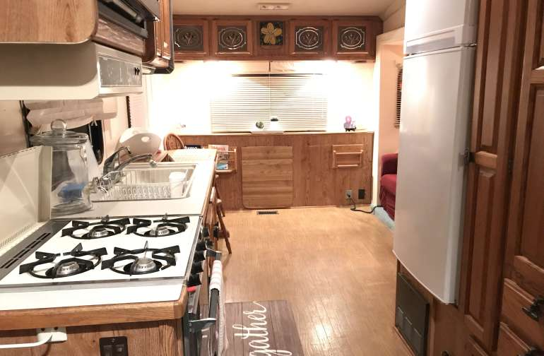 Full kitchen, dishes, gas stove, oven, refrigerator