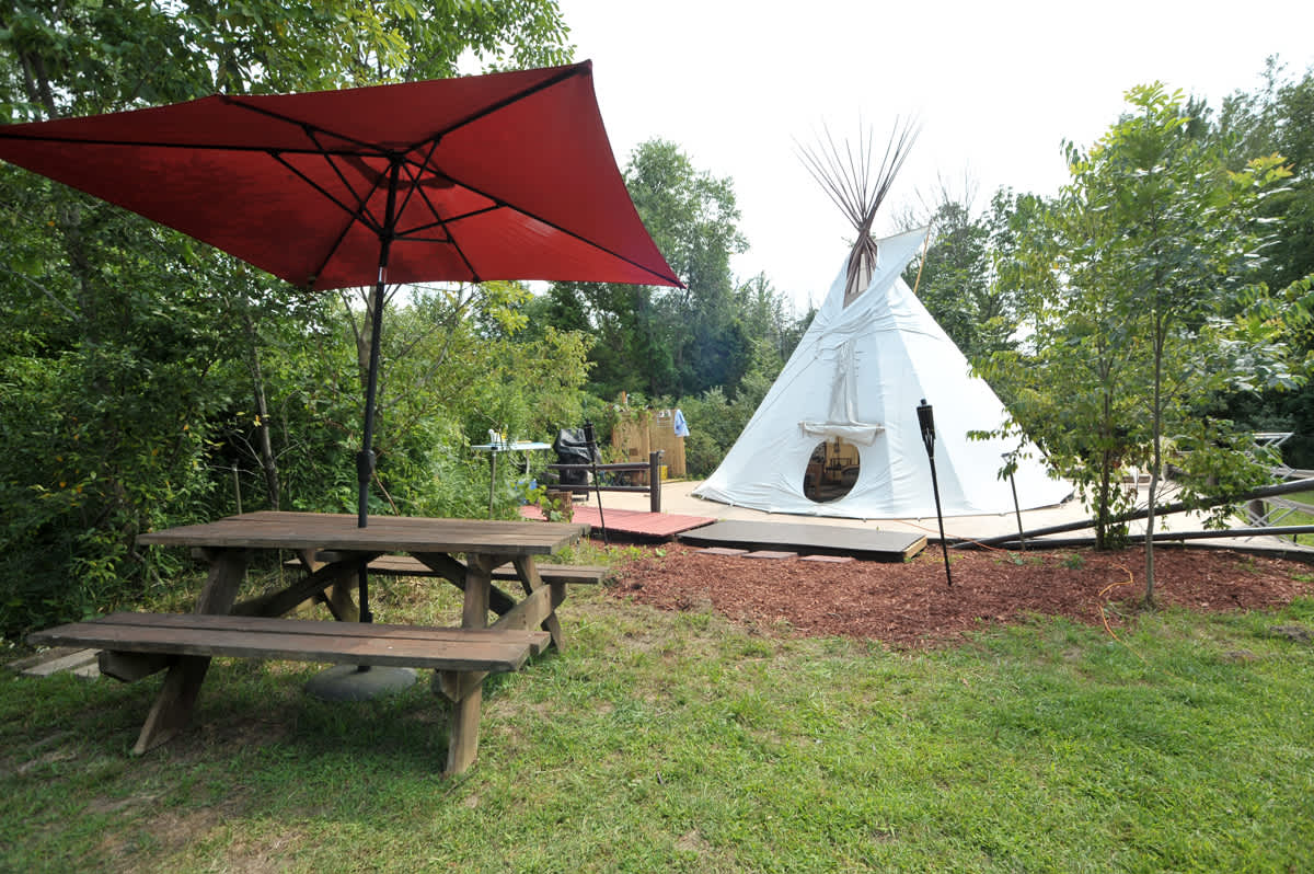 separation shoes 085b5 23911 UPSCALE CAMPING IN TIPI AND CAMPER