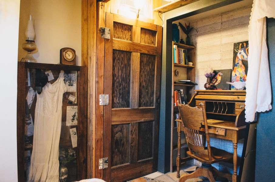 Joshua Tree Mountain House Thunderbird Lodge Retreat CA 4